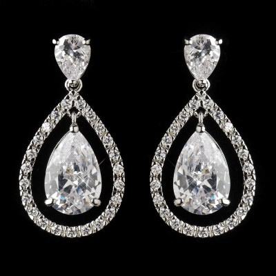 Freja Wedding Earring: Classic Teardrop with Fine Frame