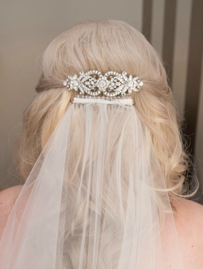 Vintage style wedding comb on veil